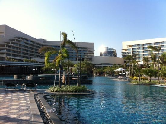 MGM Grand Sanya: hotel main pool