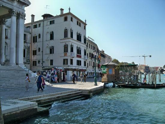 Hotel Antiche Figure: View from pier on Grand Canal