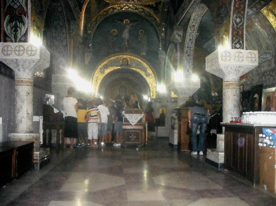 Saint Petka's Chapel : interno santuario