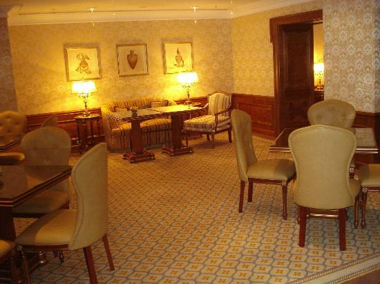 Fairmont Grand Hotel Kyiv: Gold lounge