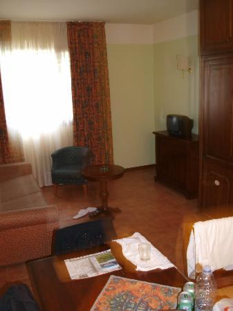 Hotel Residence San Gregorio: couch area