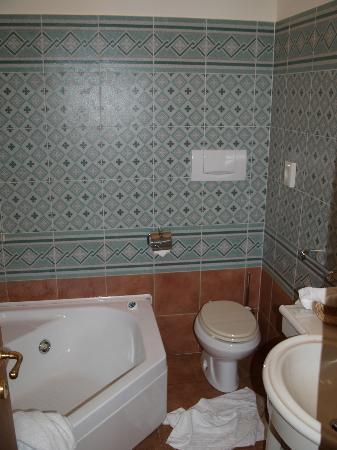 Hotel Residence San Gregorio: bathroom