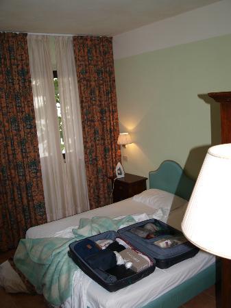 Hotel Residence San Gregorio: bedroom