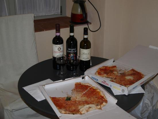 L'Angolo del Poeta: nice pizza with good wines from Tuscany
