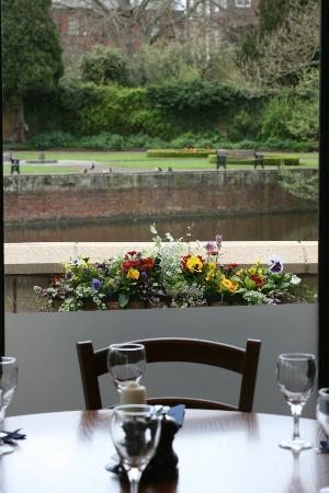 Ego Mediterranean Restaurant - Lichfield : Restaurant view over looking New Minster Pool