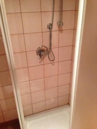 Hotel Leon d'Oro : shower