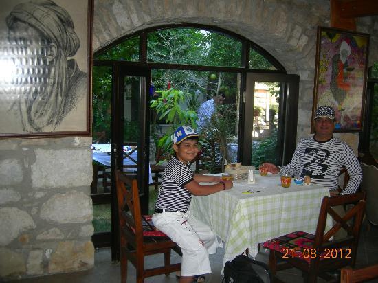Ephesus Suites: Hotel Dining Area