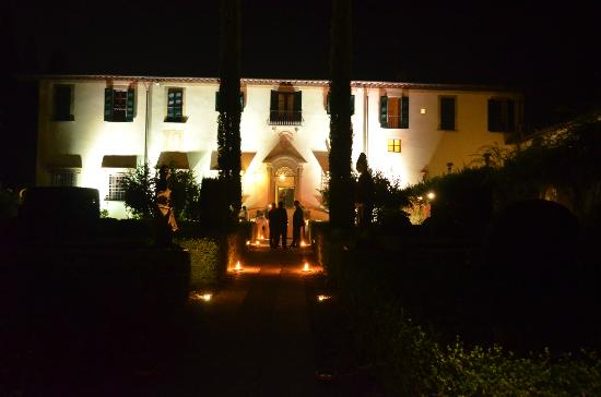 Villa Le Piazzole: The Villa at night with extra illumination