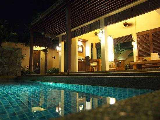 The Banjaran Hotsprings Retreat: Villa at night