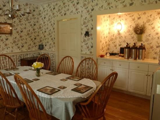 Carter Notch Inn: dining room