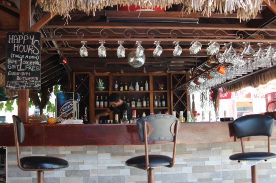 Amphi Apartments & Studios: Great little bar