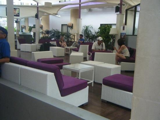 Kuta Central Park Hotel: the lobby