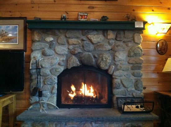 ‪‪Trout House Village Resort‬: Iroquois Fireplace