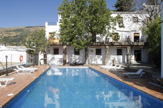 Hostal poqueira capileira spanien hotel anmeldelser for Piscina 02 granada