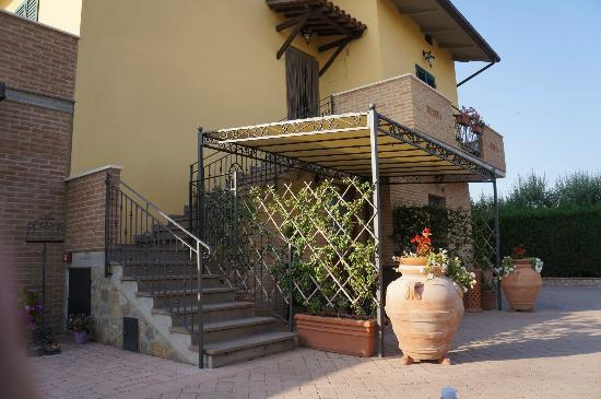 Time Around Tuscany : Restaurant entrance
