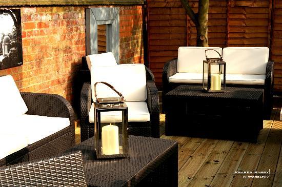 The Eight Bells: Comfortable garden seating