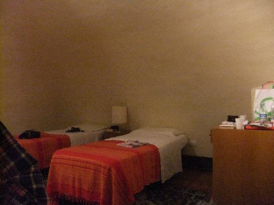 Amenano Bed and Breakfast : Stanza quadrupla, soppalco con due letti singoli