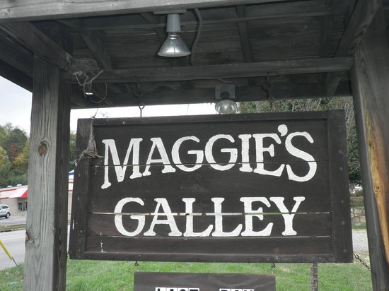 Maggie's Galley Seafood Restaurant: Parking lot sign