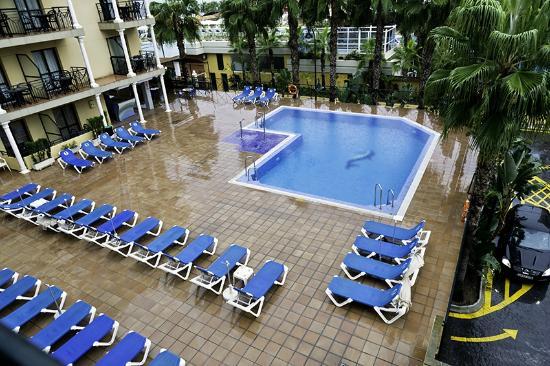 Sol Don Marco: Vista de la piscina desde el tercer piso