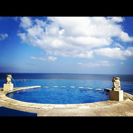 Blue Point Bay Villas & Spa: Piscina - o melhor lugar do hotel!