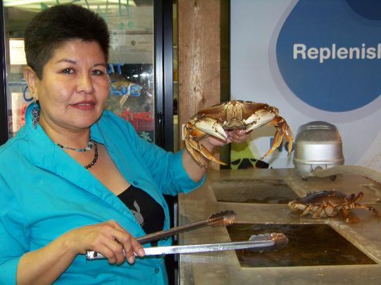 Dolly's Fish Market: Not The Dolly, but one of the Dollies and a fresh crab for your dinner