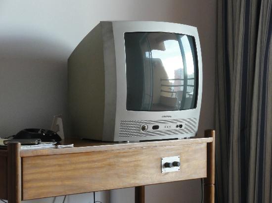 Dom Pedro Portobelo: Dated TV in Lounge