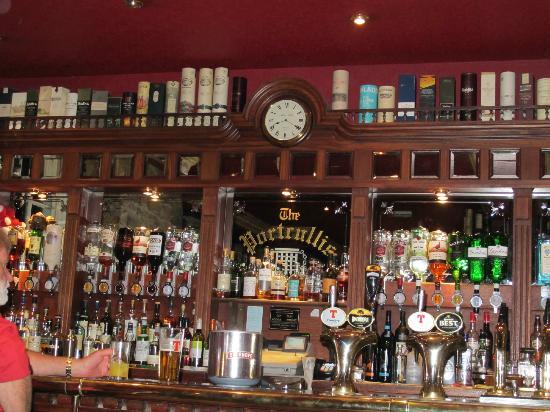 The Portcullis Hotel: Restaurant / Pub