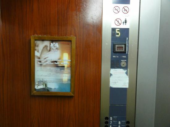 Dom Pedro Portobelo: Lift Panel