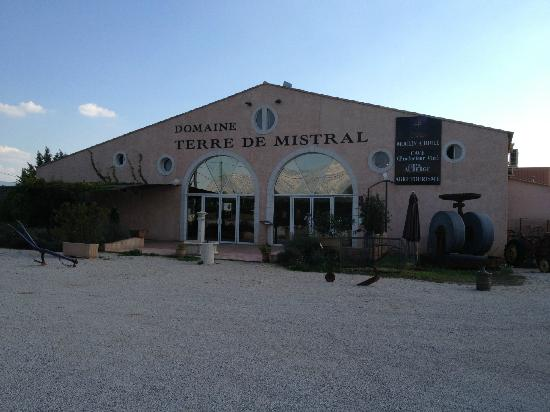 Domaine Terre de Mistral: Less than 1 minute off the A8 motorway!