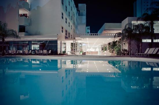 Hotel Kristoff: Piscina