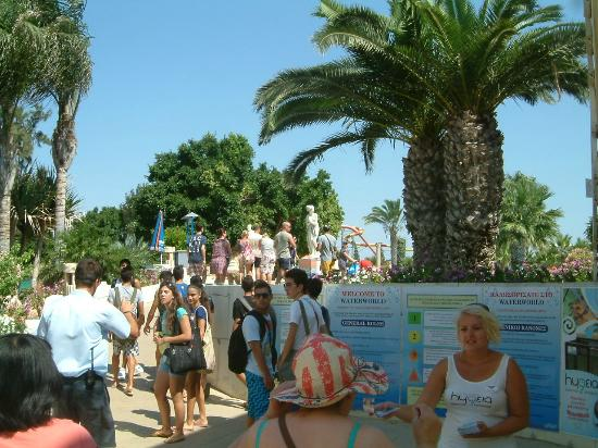 WaterWorld Su Parkı: finding our sunbed