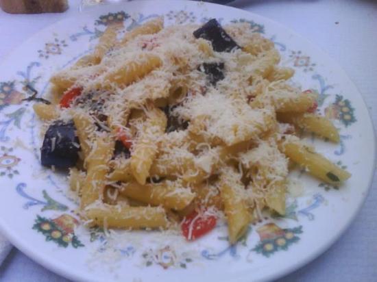 """Pasta alla carrettiera....una gustosa """"Norma"""" estiva!!! — presso Trattoria La Pentolaccia."""