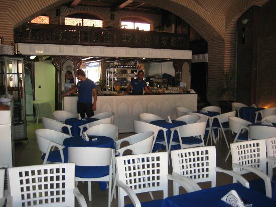 Mediterraneo Snack Pizza Cafe: Sala interna