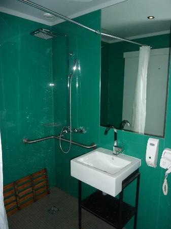 Tattva Design Hostel: Bathroom