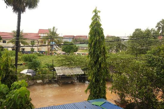 Siem Reap Garden Inn: Front view from the room