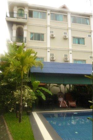 Siem Reap Garden Inn: hotel building