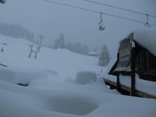 Inferno Morzine : The view from the terrace on a snowy day