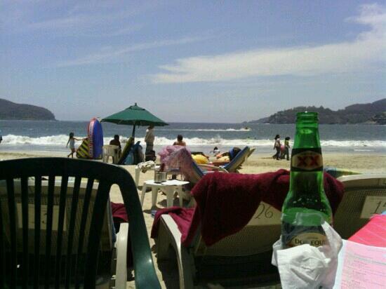 Relaxing @ Playa La Ropa, Zihuatanejo, Guerrero, Mexico.