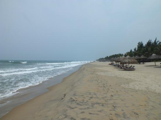 Cua Dai Beach: NICE LONG BEACH..!
