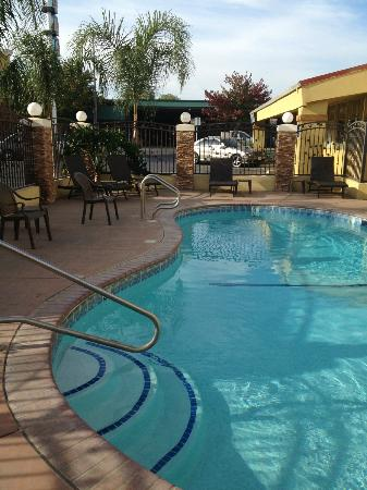 Quality Inn, Near Chico State: Small pool