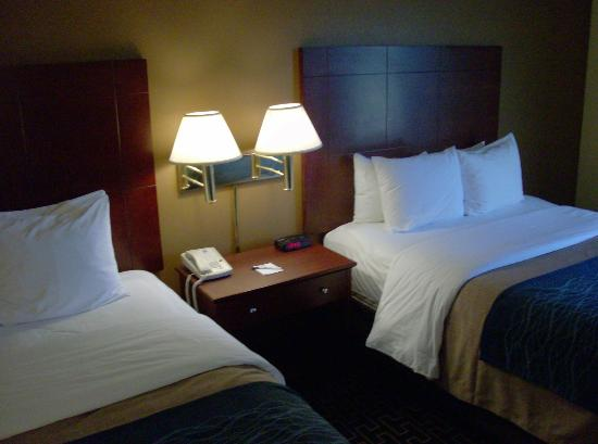 Milton Inn and Suites: Standard Double Queen Room