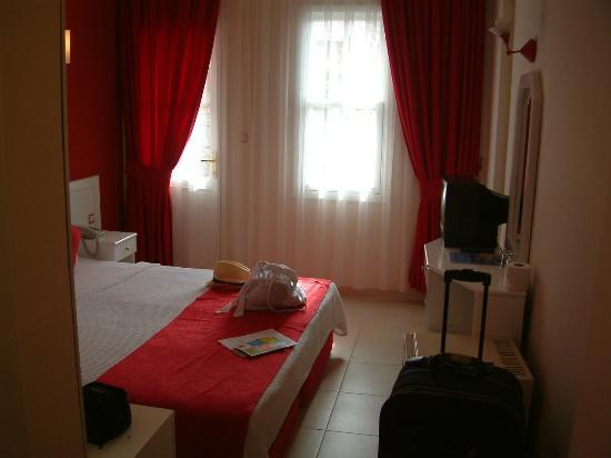 Destina Hotel: Room