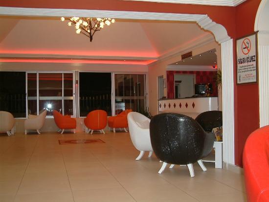 Destina Hotel: Reception area