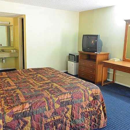 Ivory Tower Motor Inn Greenbrook: 1 King Bed Room