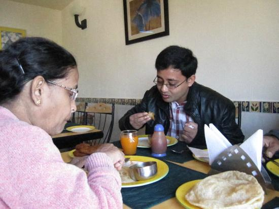 Honeymoon Inn Mussoorie: Breakfast time