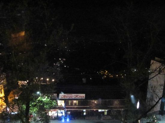 Honeymoon Inn Mussoorie: Mall road view