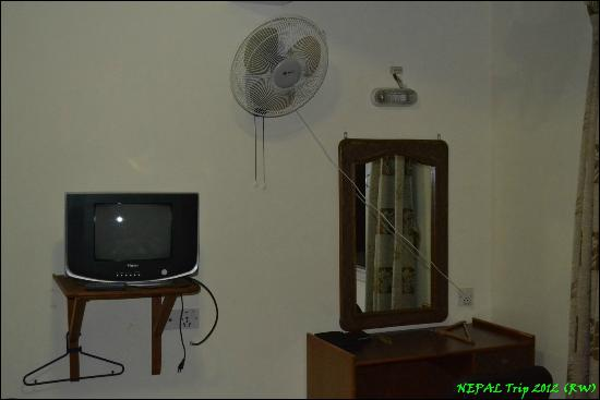 OYO 120 Hotel Tayoma: cable tv chanels