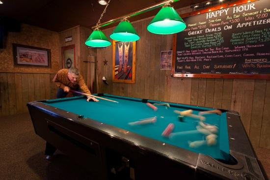 Buster's Texas-Style Barbecue: Buster's Tigard saloon area