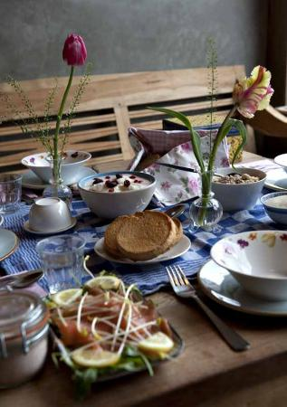 Lieve Nachten B&B: while you're in the kitchen we'll make the organic breakfast for you