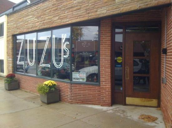 Madame Zuzu's Tea House: Zuzu's is easy to spot on Roger Williams, in the Ravinia Business District